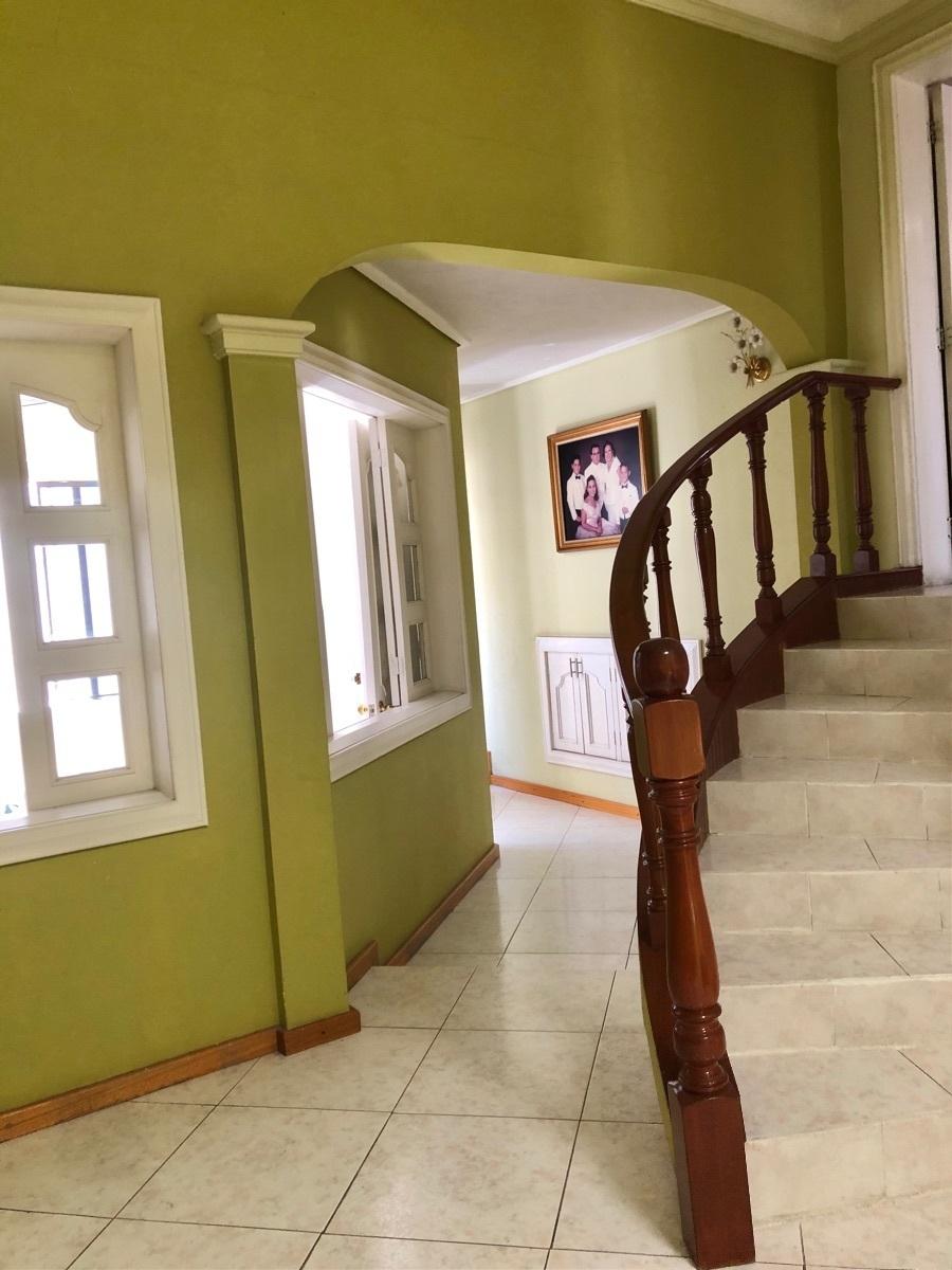 14 de 26: Parte de la escalera que lleva a la habitación principal