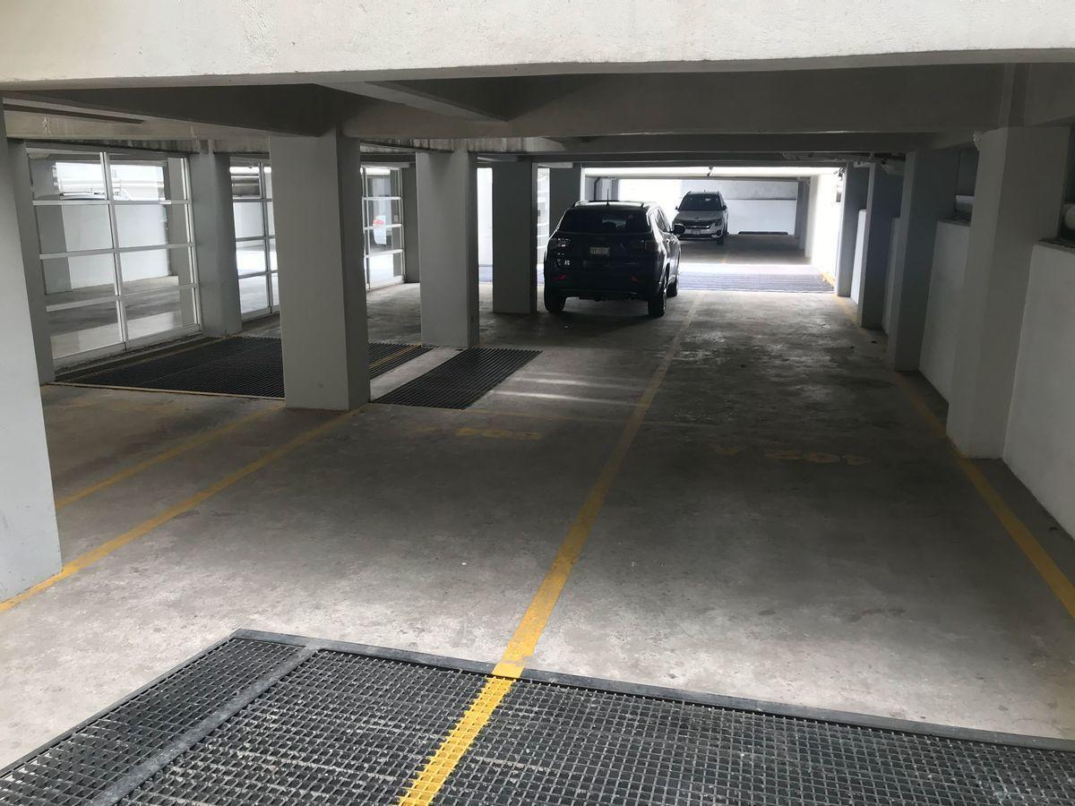 16 de 16: Estacionamientos