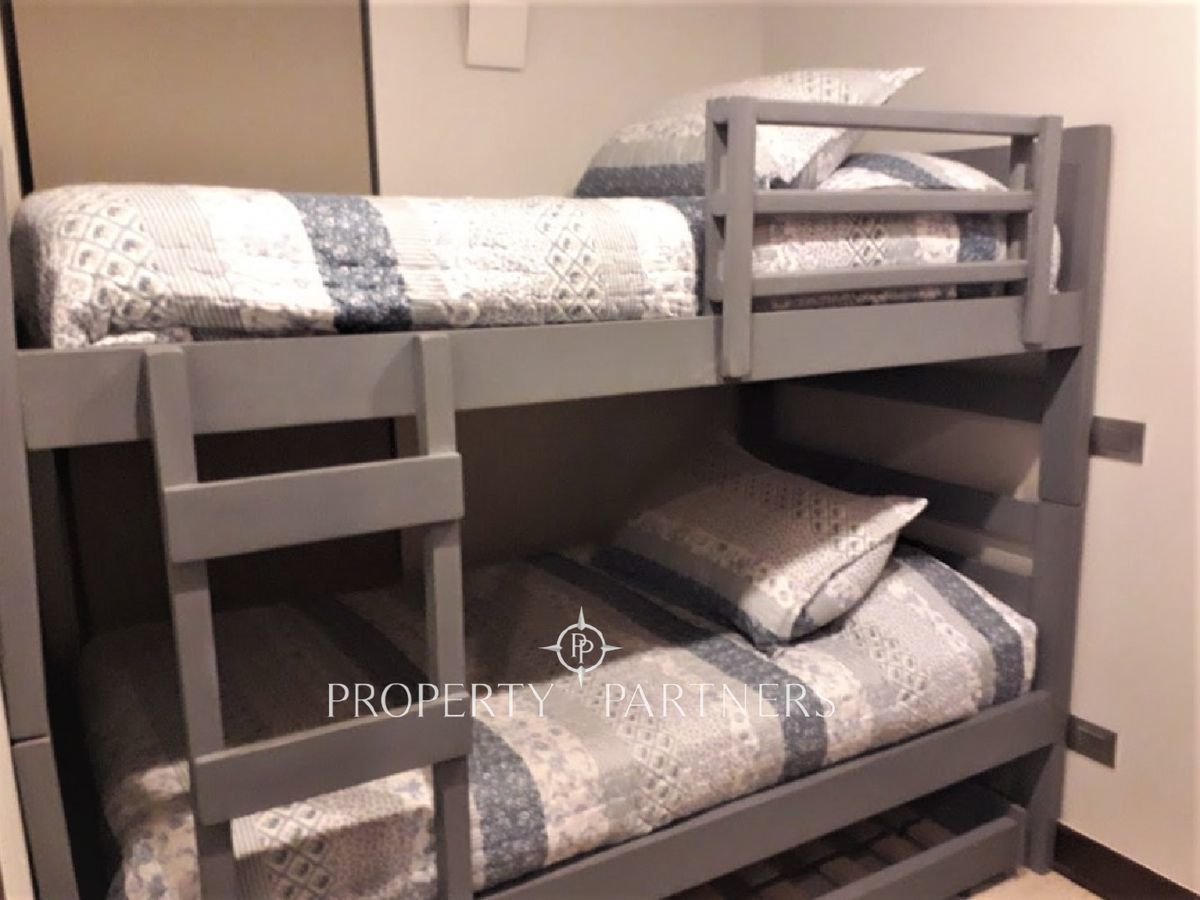 17 de 22: Dormitorio con camarote y cama nido