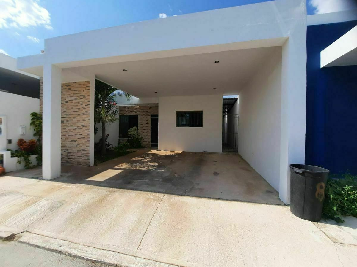 1 de 26: Fachada principal y garage