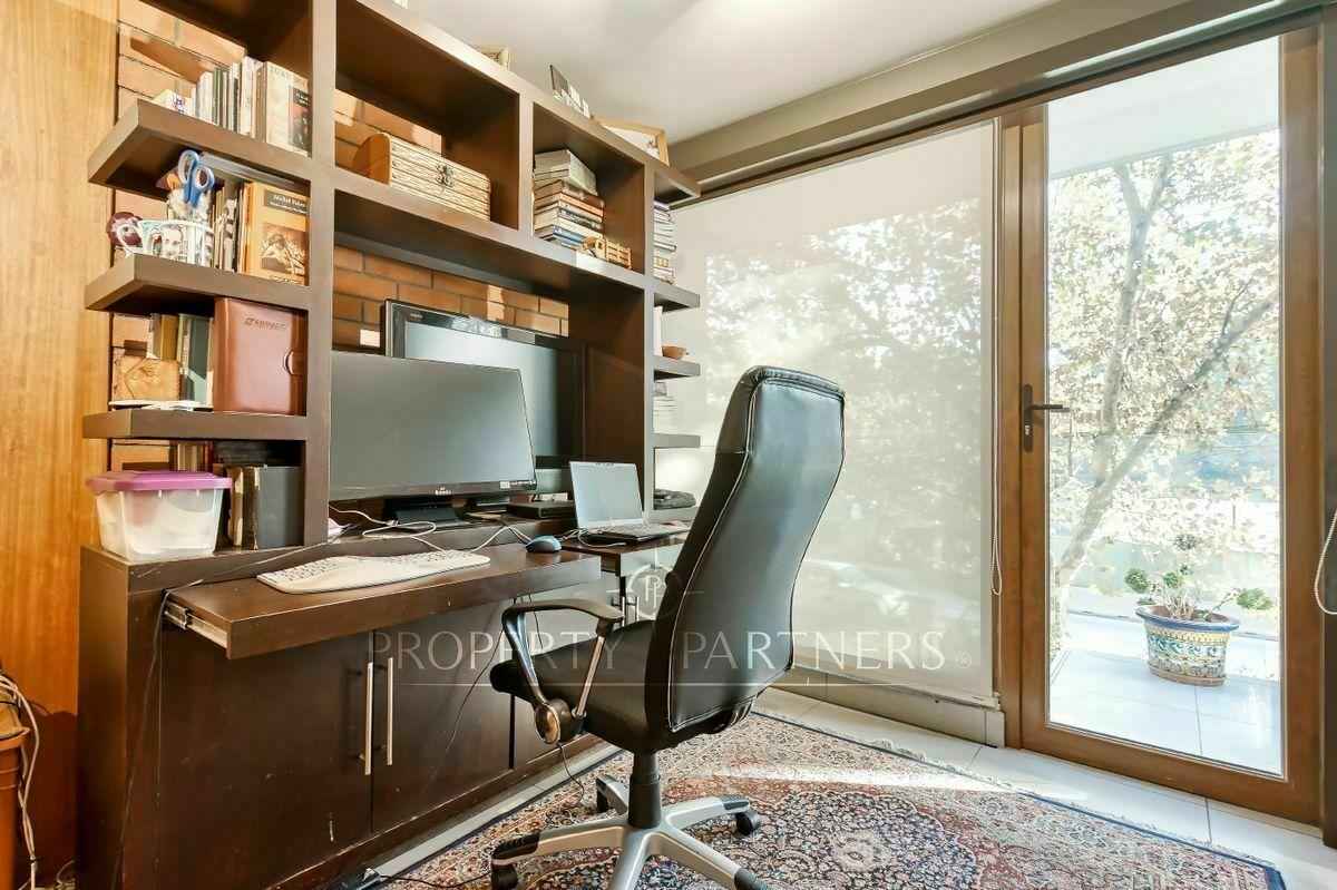 16 de 23: Sala estar o escritorio