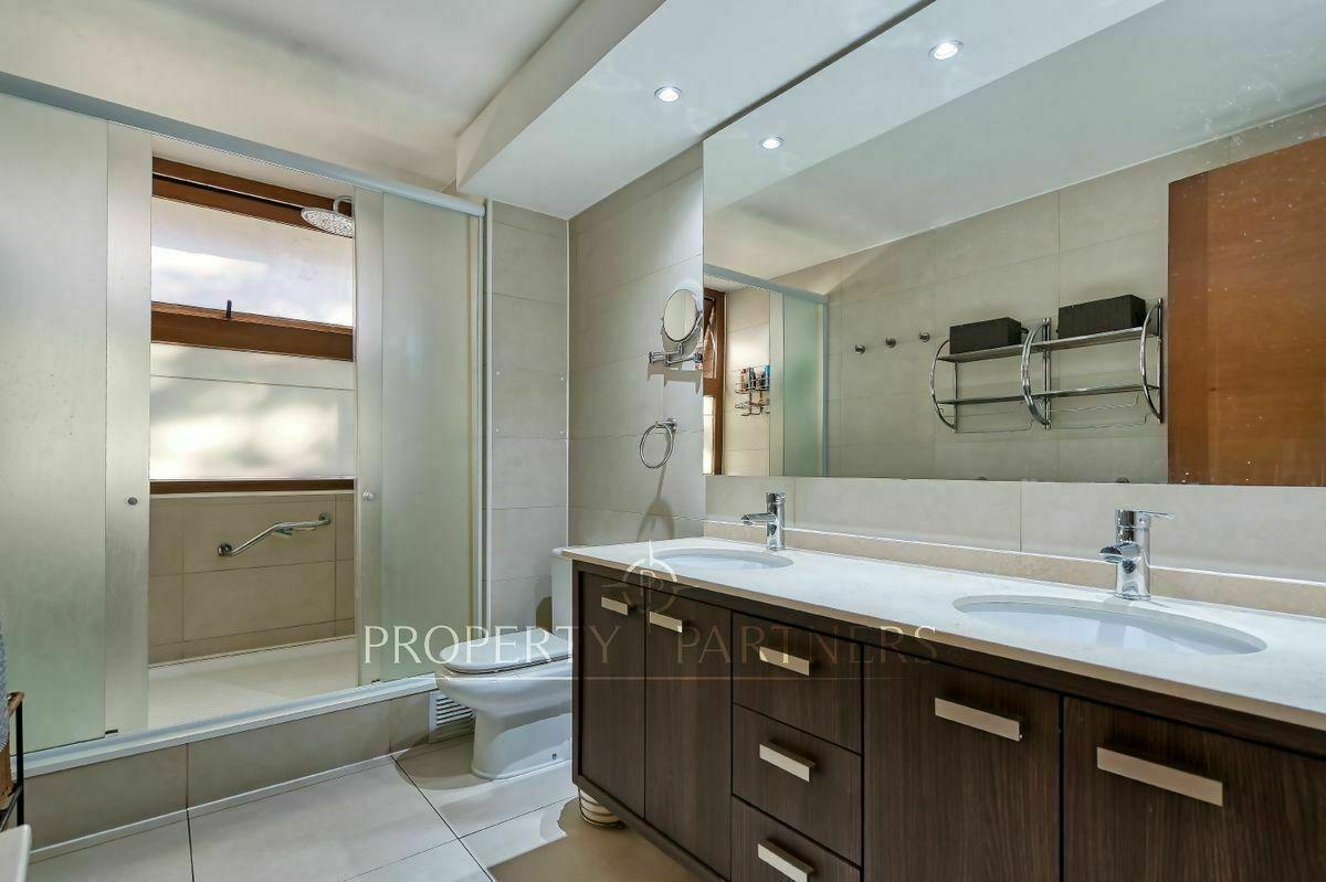 12 de 23: Baño en suite dormitorio principal