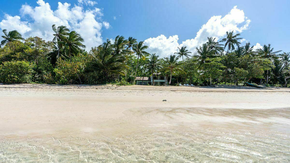 2 de 36: Vista desde la playa