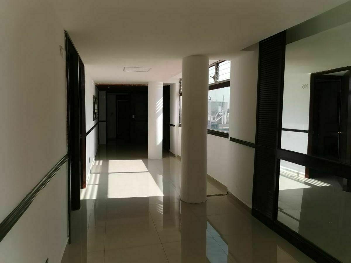 3 de 16: pasillos