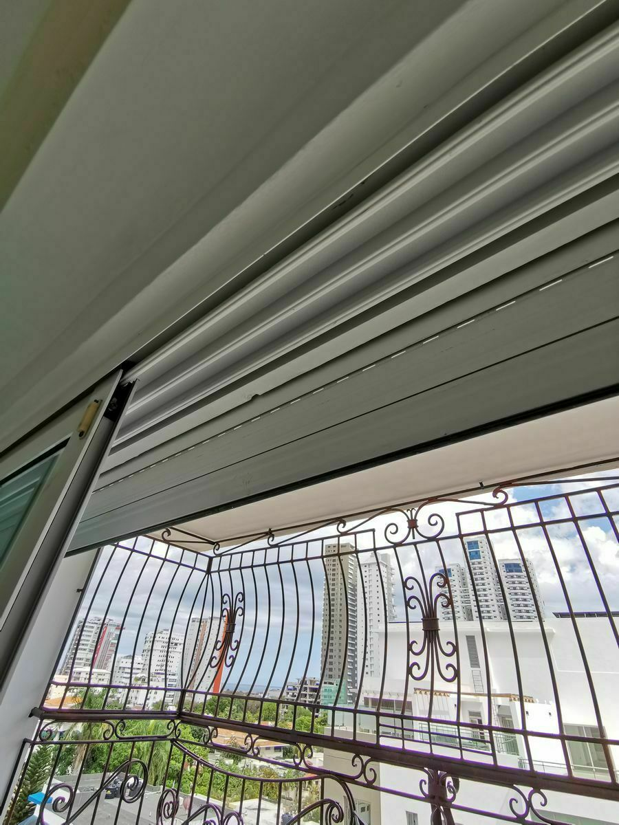 25 de 35: balcon con shutter habitacion principal