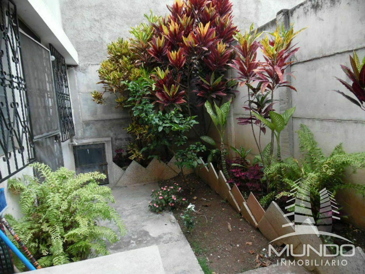 4 de 16: Patio o Jardín y pila
