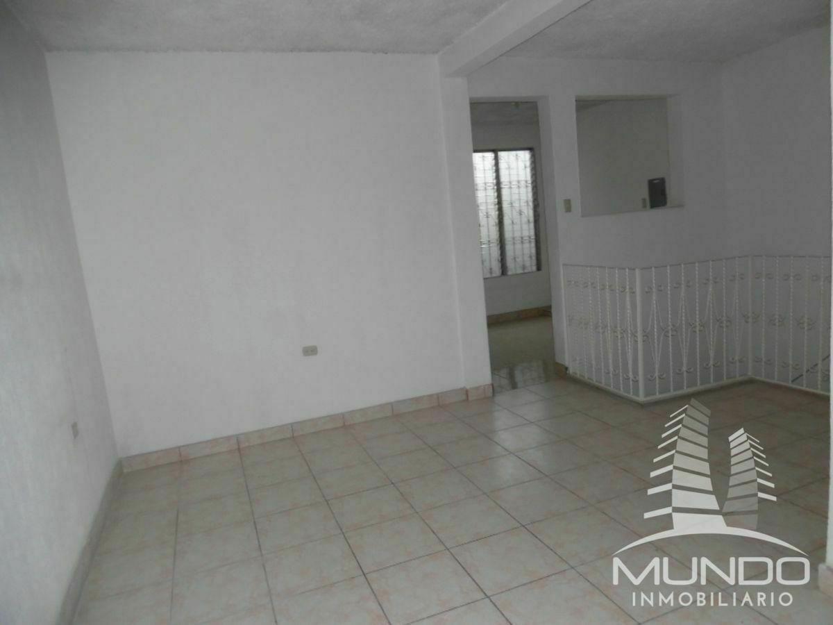 10 de 16: Sala familiar en el segundo nivel