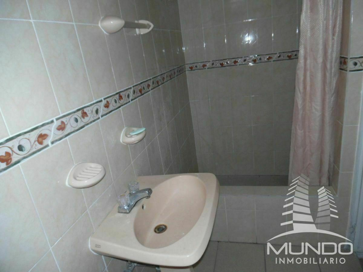14 de 16: Baño de la habitación principal