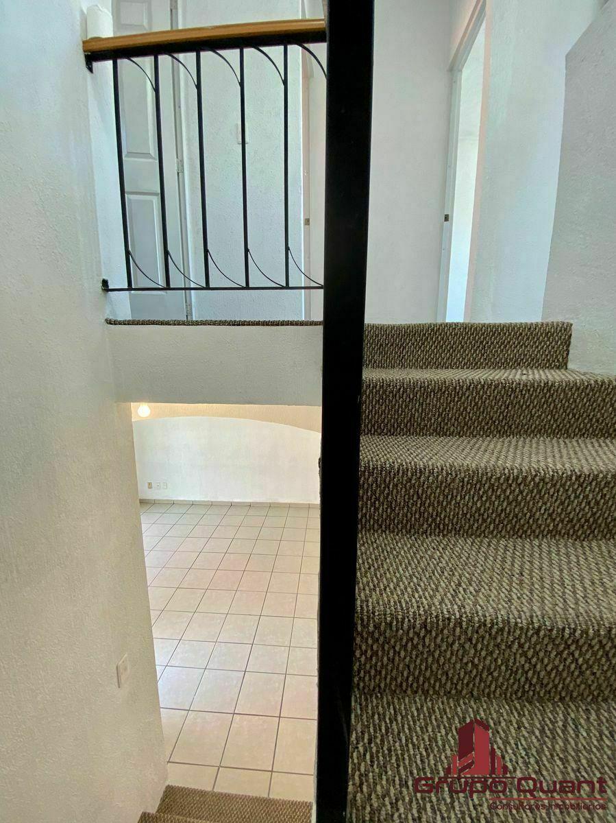 18 de 29: Escaleras a planta alta