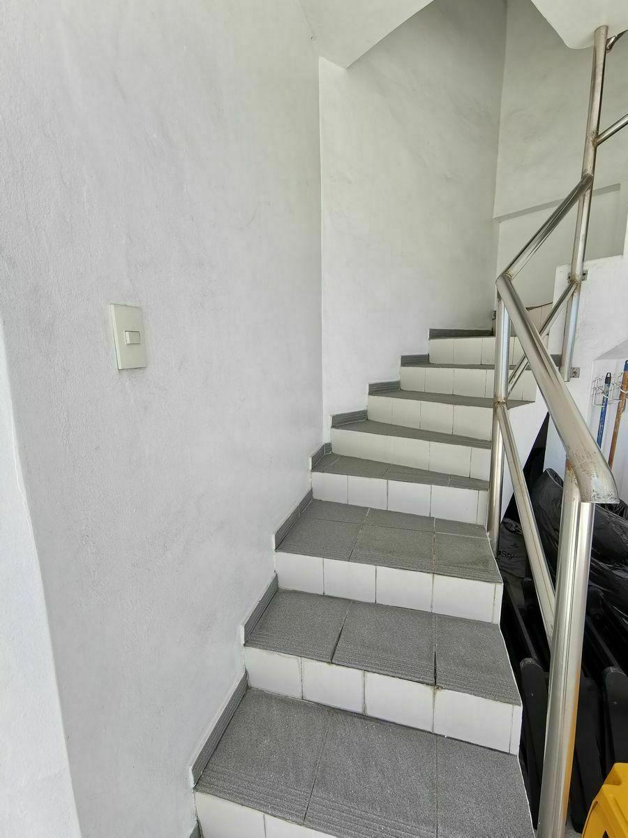 4 de 25: escalera del 5to al 6to nivel