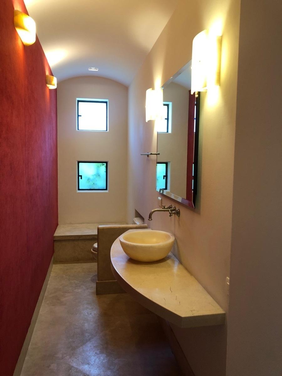 30 de 47: Baño de visitas
