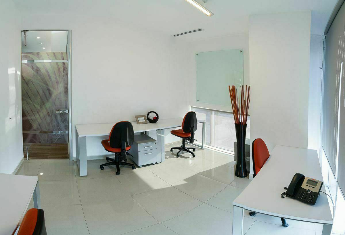 1 de 6: Amplia oficina con vista panoramica