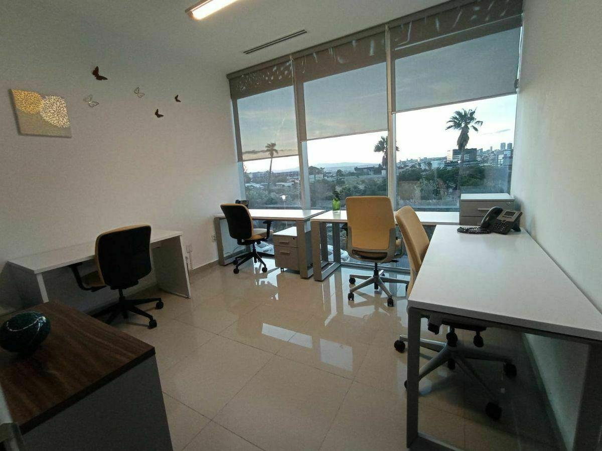 1 de 6: Amplia oficina con vista panorámica