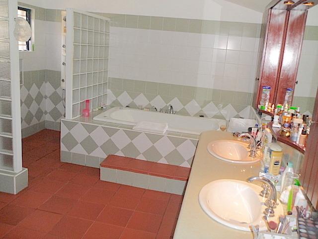 11 de 17: Baño habitación principal