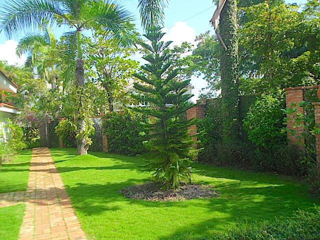 13 de 17: Vista parcial jardin