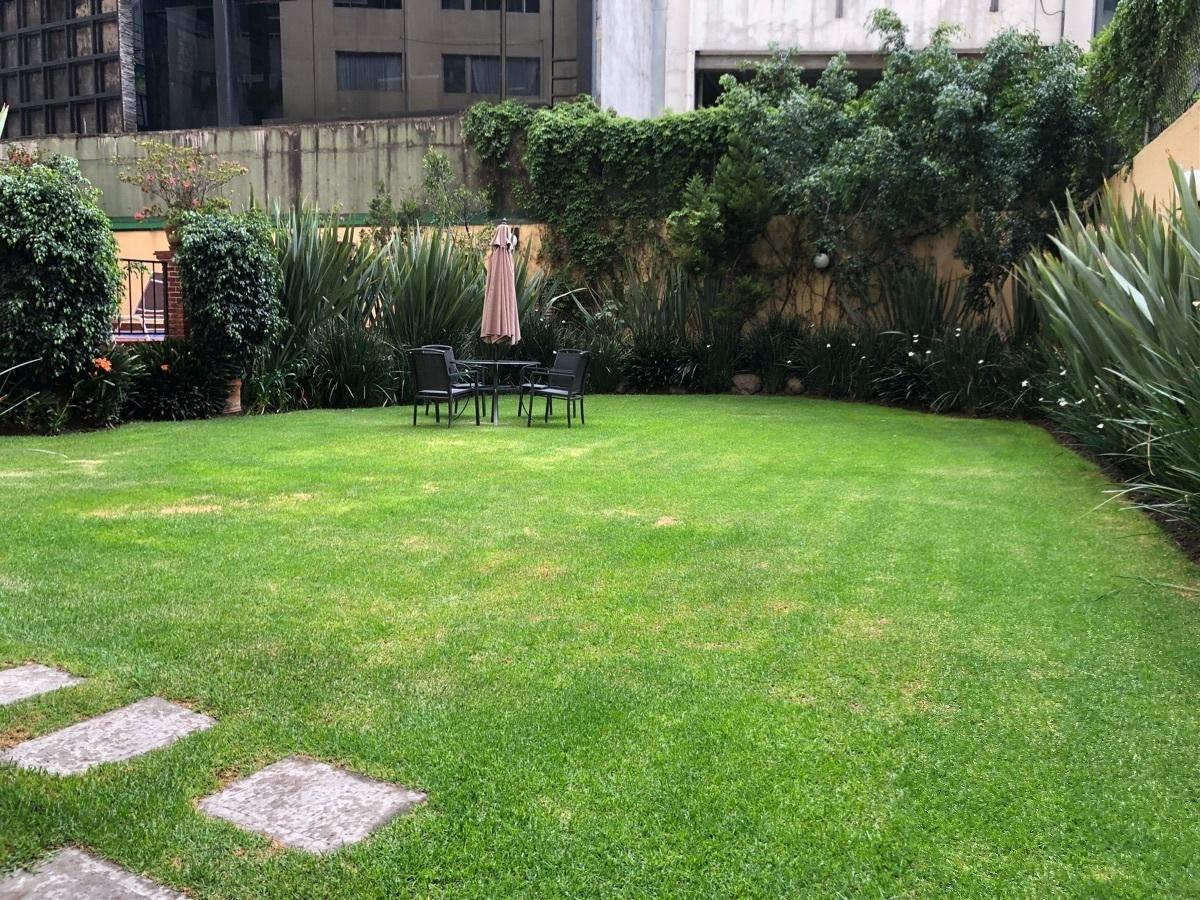 31 de 34: Jardín común
