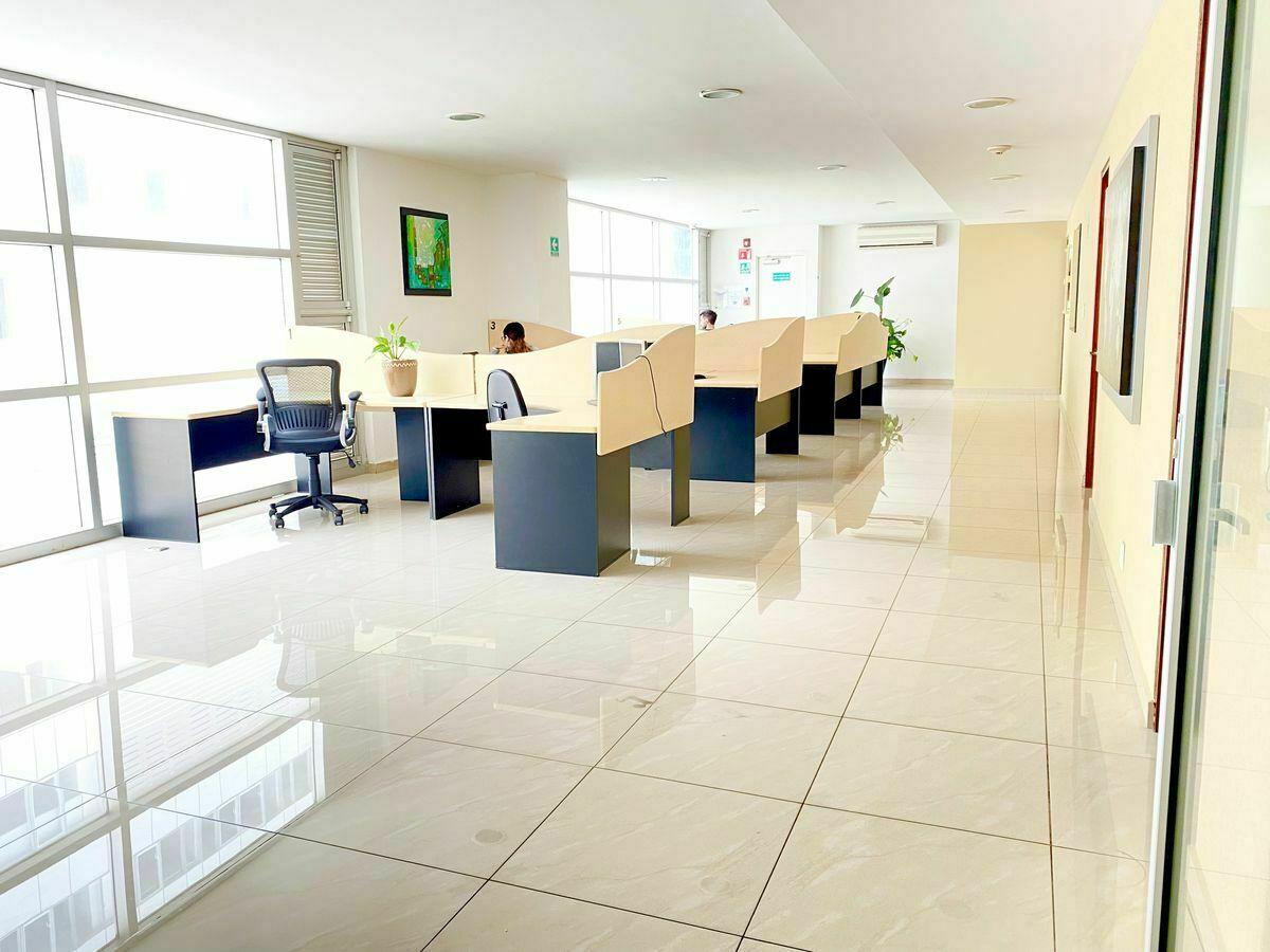 21 de 33: Cubículos Business Center