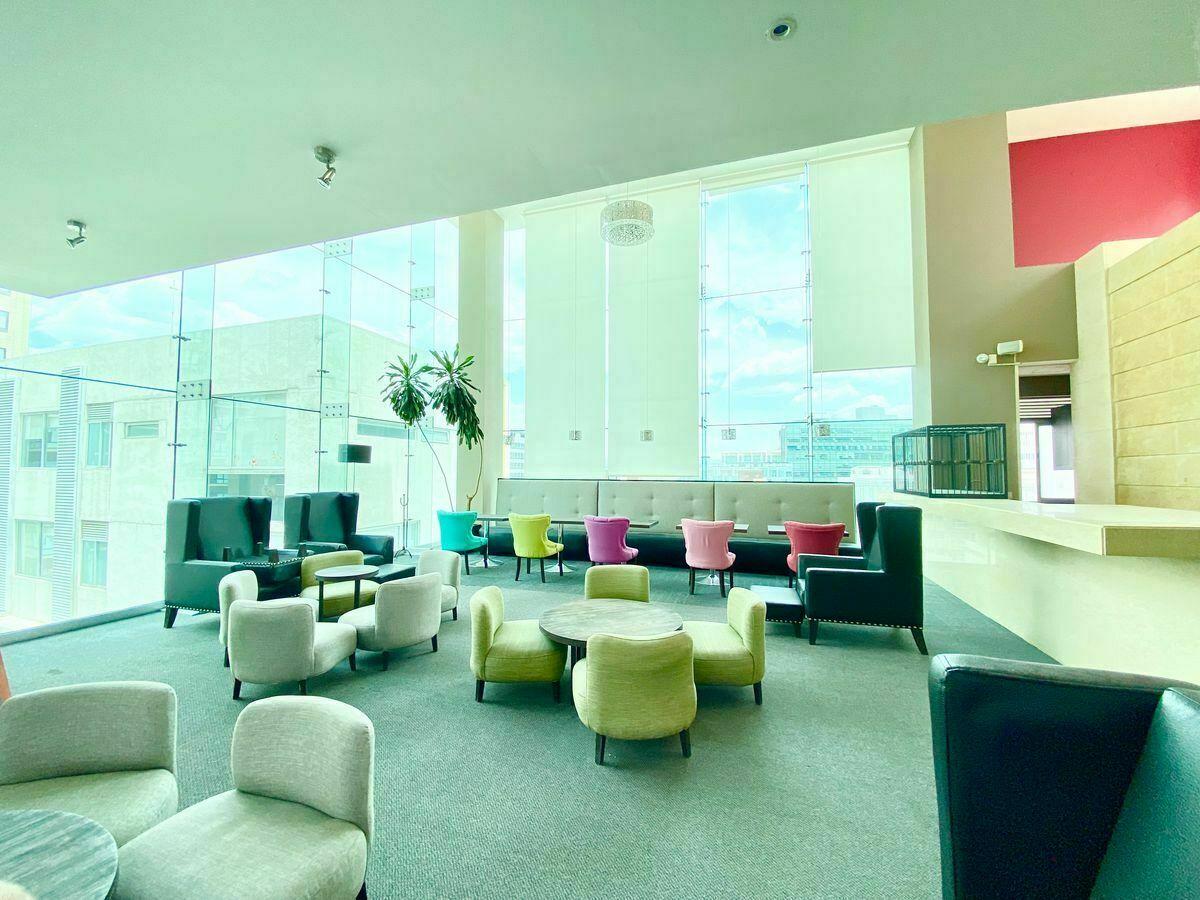 8 de 33: Sky Lounge de 2 niveles