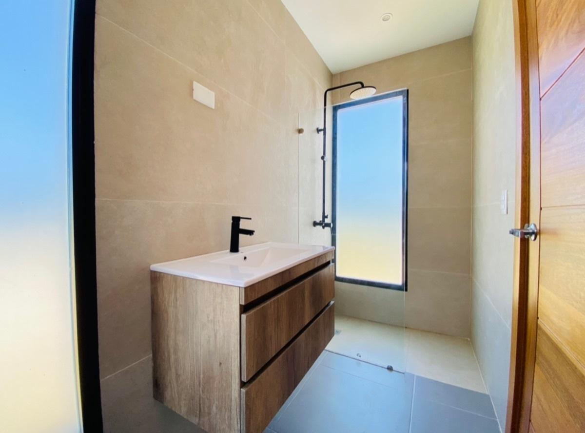 14 de 18: Baño Habitaciones