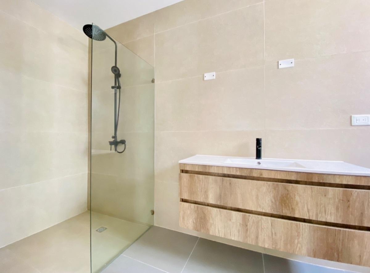 16 de 18: Baño Habitaciones