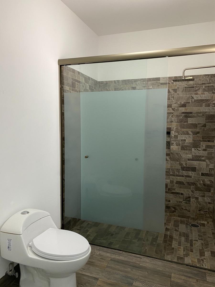 15 de 38: Baño Completo Recámara principal