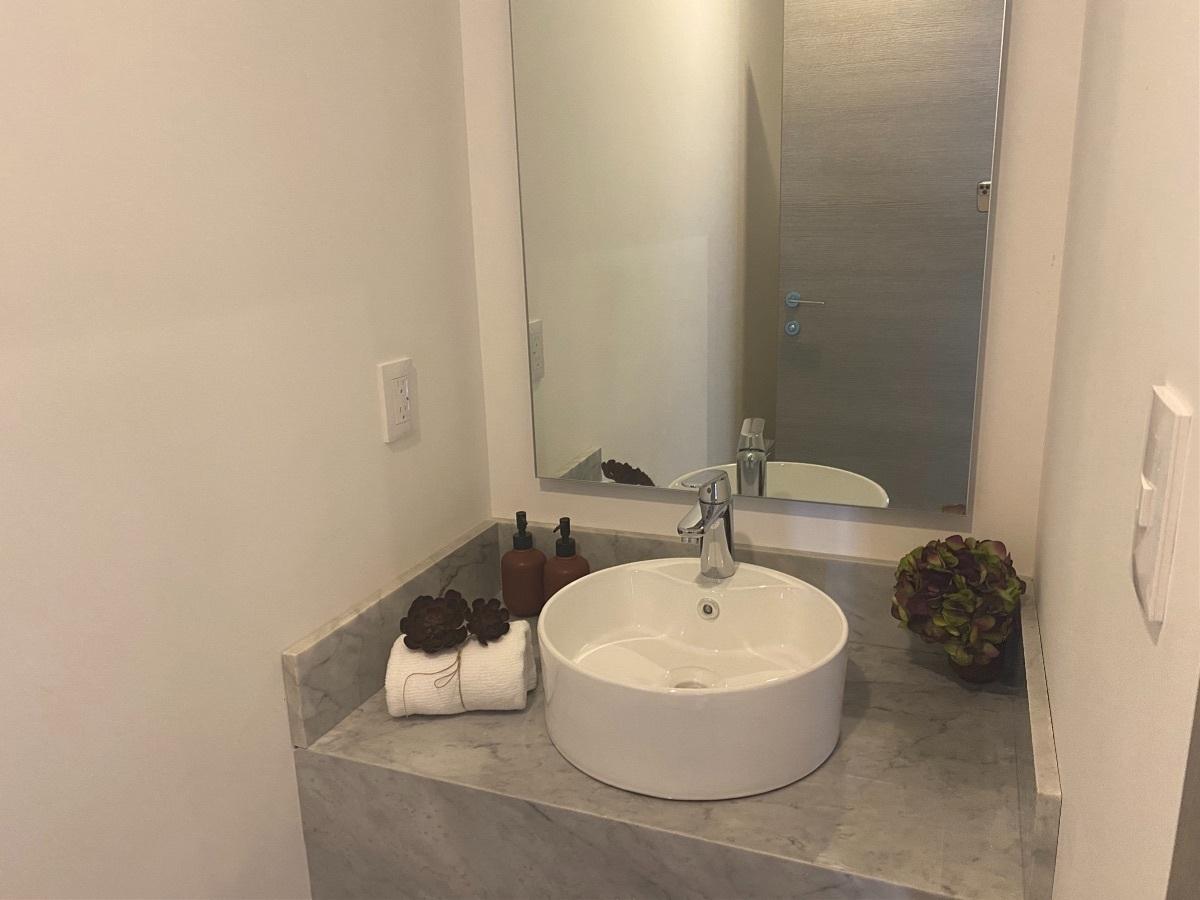 4 de 16: Baño de visitas