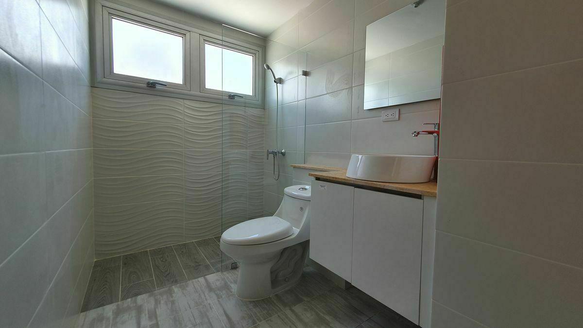 12 de 44: Baño habitacion secundaria