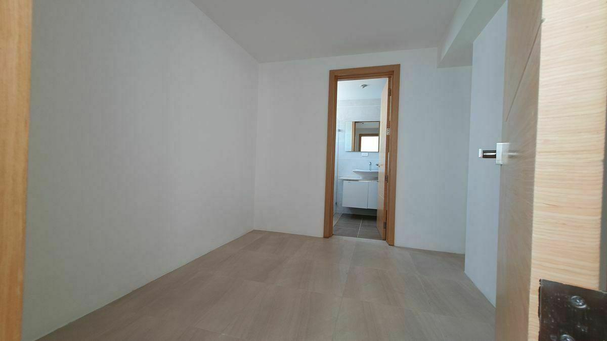 9 de 44: Walk-in Closet habitacion principal