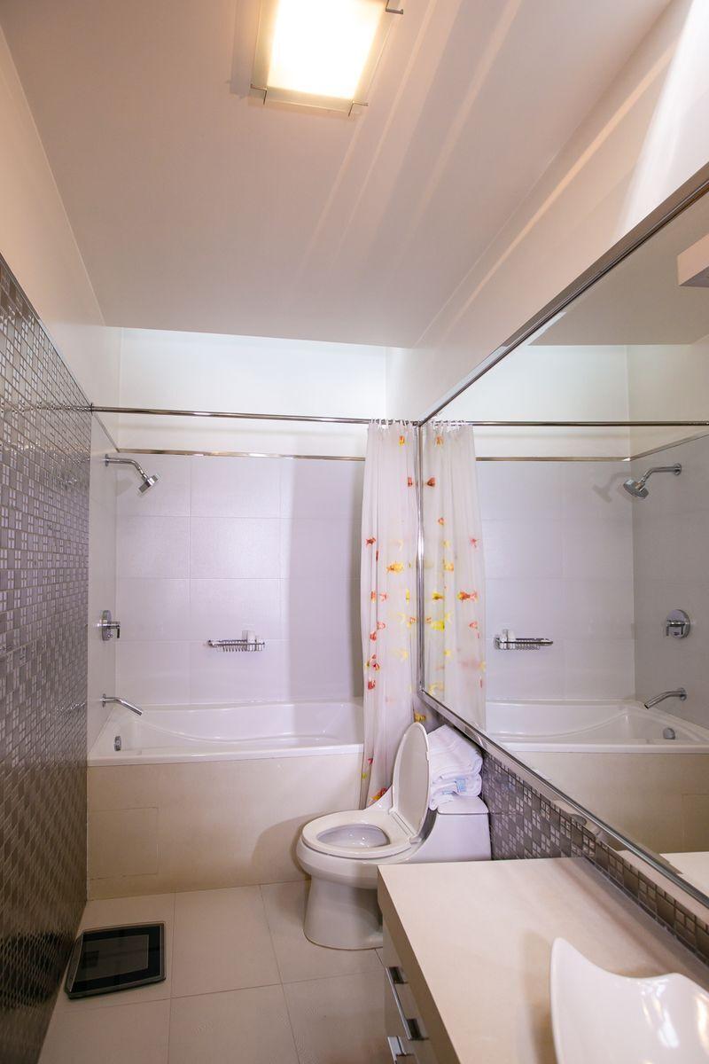 30 de 50: Baño secundario 2.