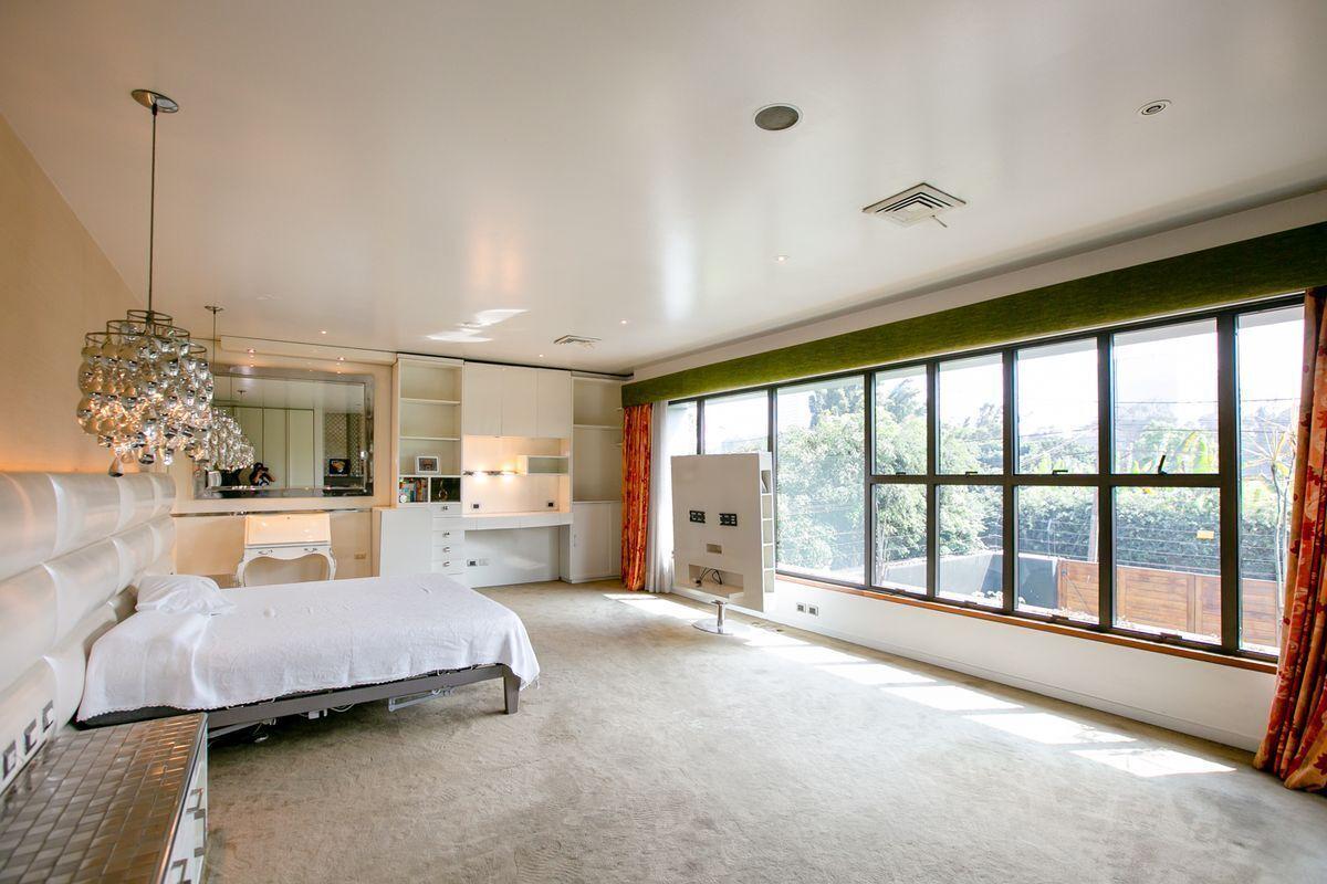 18 de 50: Dormitorio principal.