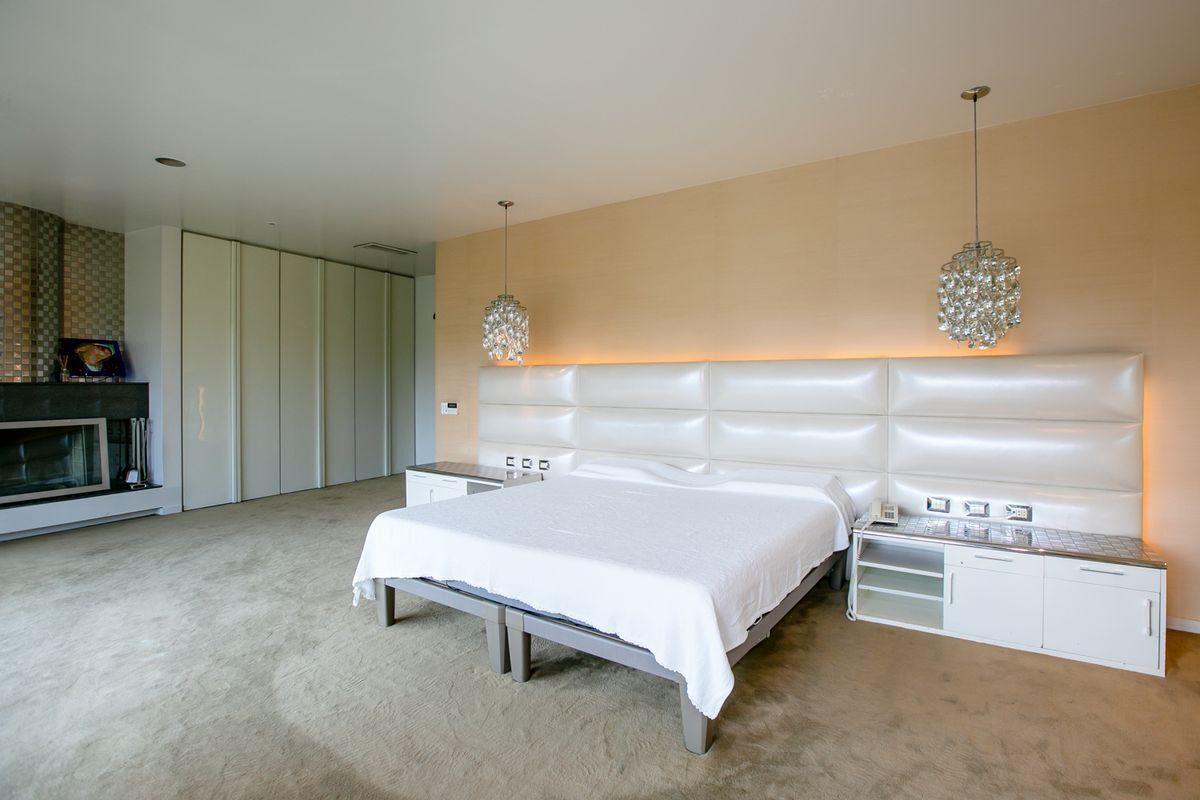 19 de 50: Dormitorio principal.