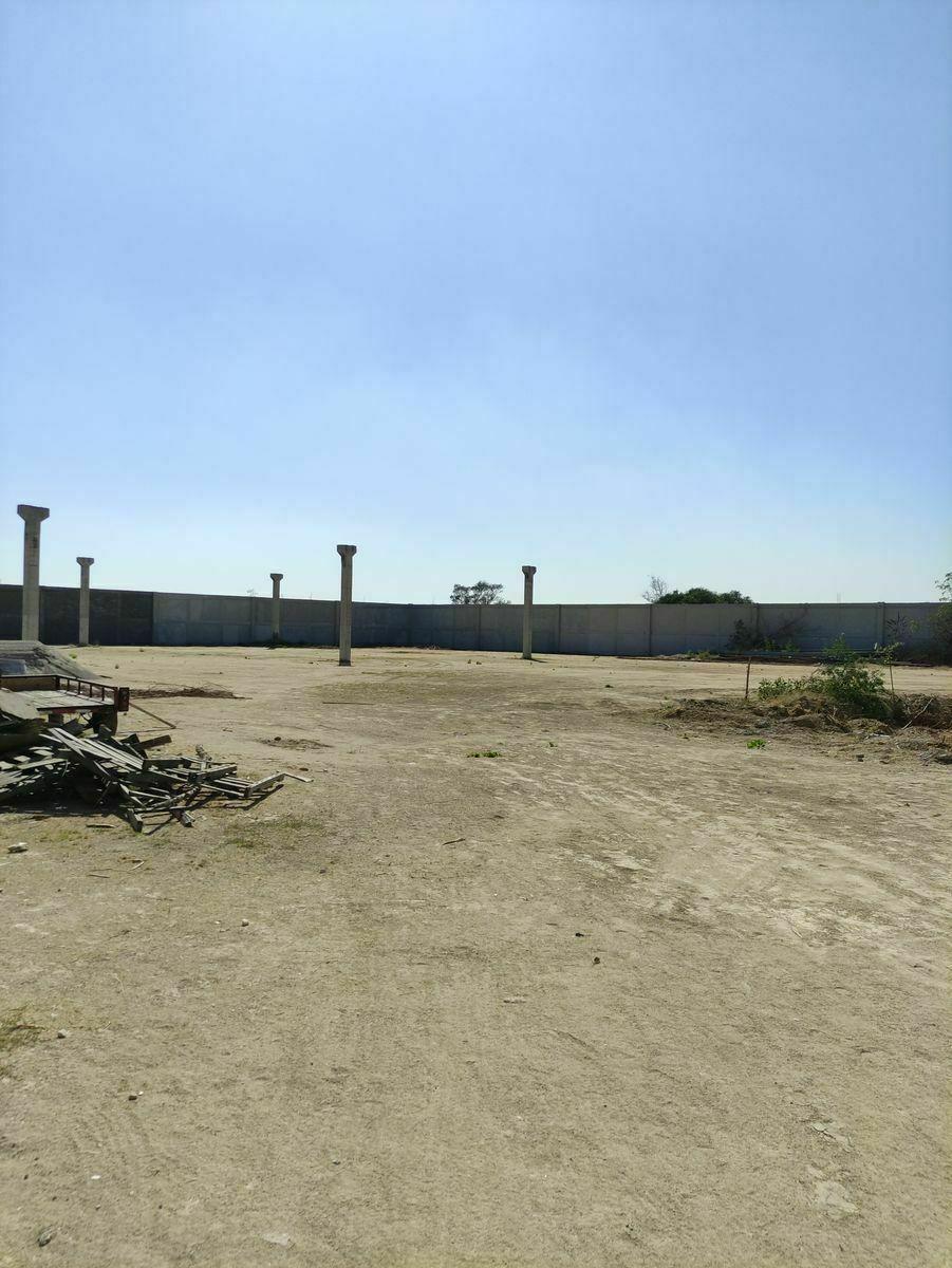 3 de 9: Cuenta con columnas para Colocación de Laminas y/o taller.