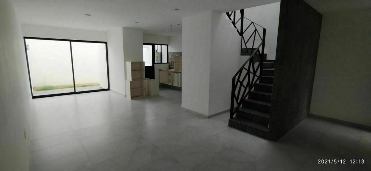 2 de 25: Acabados en muros y pisos con loseta cerámica y porcelanica