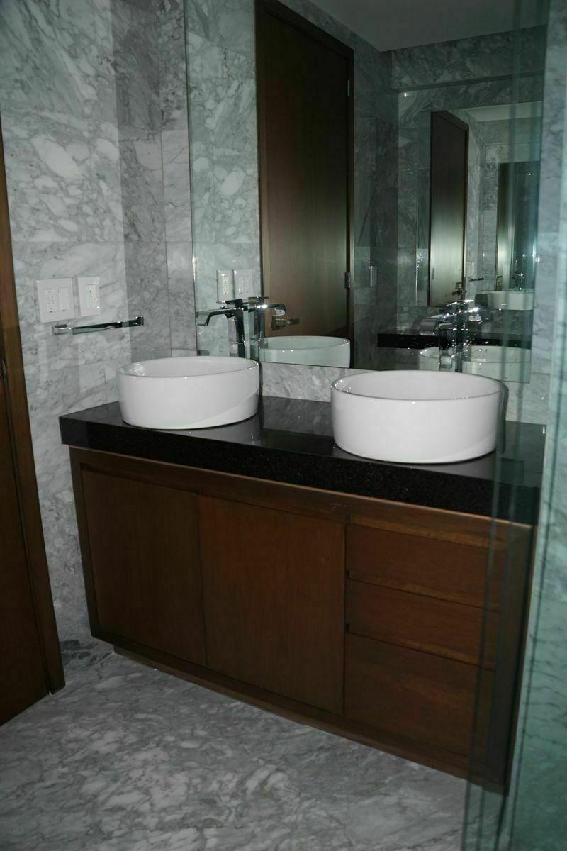 17 de 32: Baño, habitación principal.