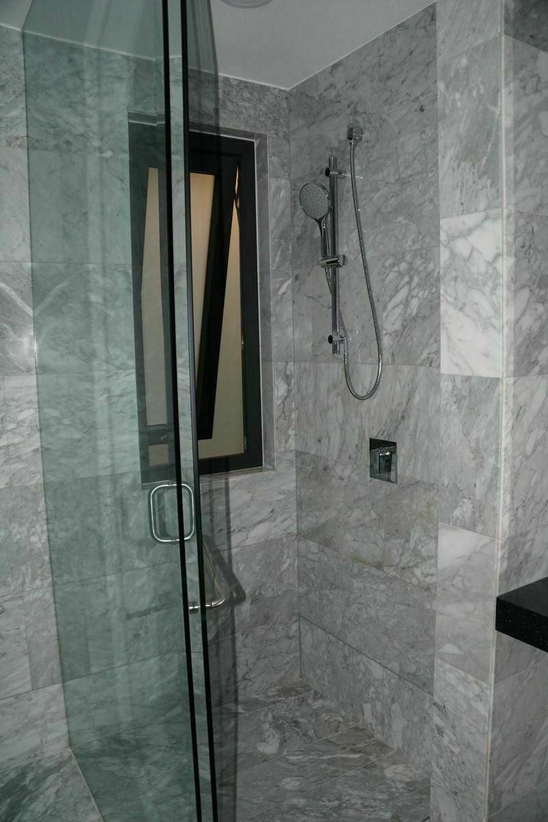 18 de 32: Baño, habitación principal.