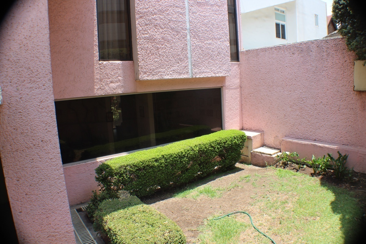 3 de 34: Jardín ornamental a la entrada