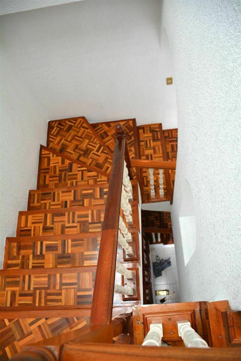 13 de 21: Escaleras