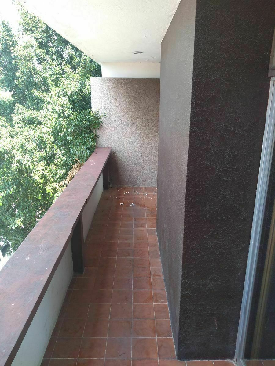 3 de 12: Balcón