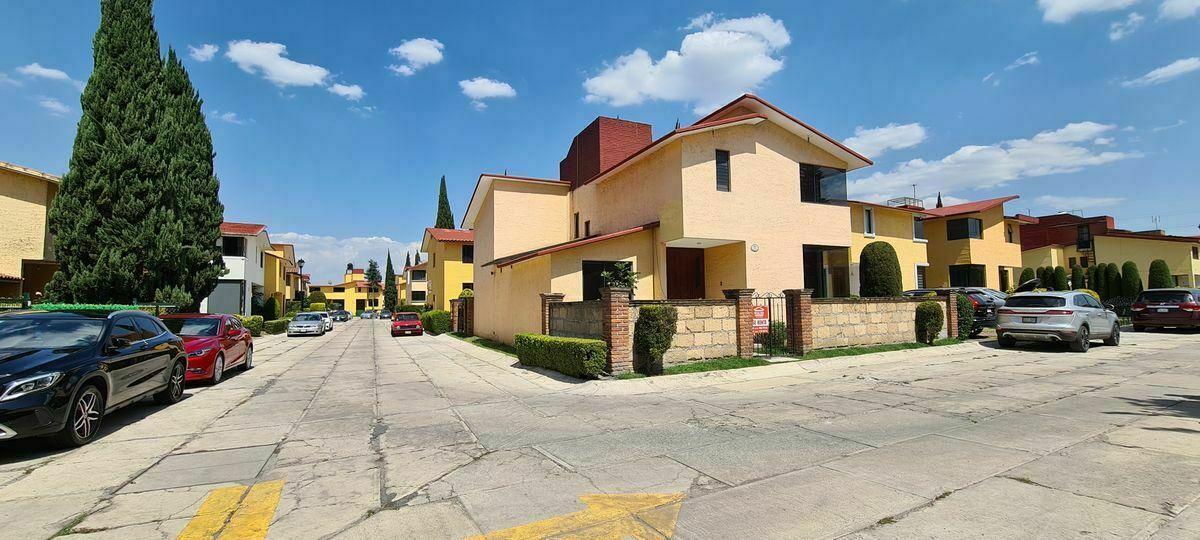 1 de 15: Casa en Renta en Metepec 01 Fachada