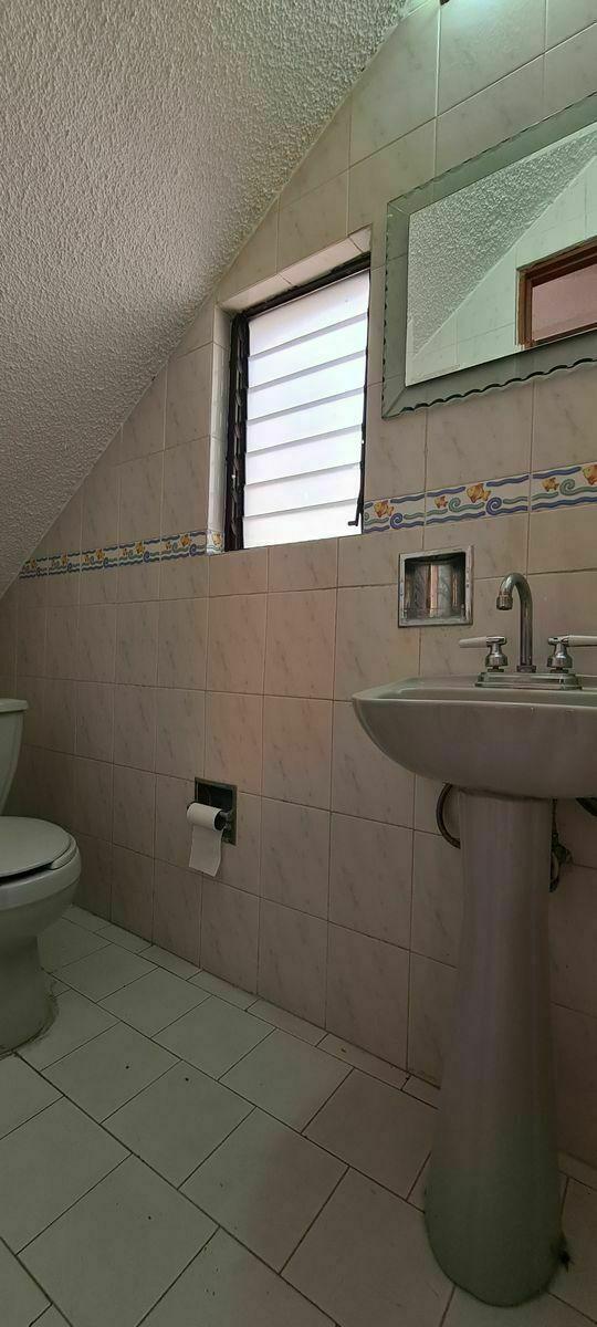 6 de 15: Casa en Renta en Metepec 06 Baño visitas
