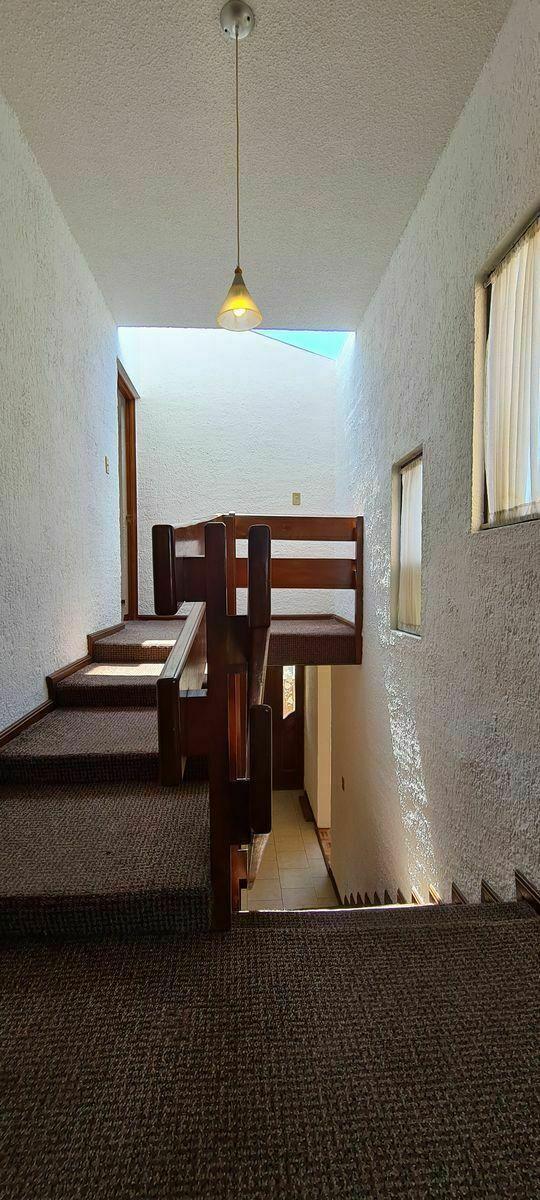 7 de 15: Casa en Renta en Metepec 07 Escaleras