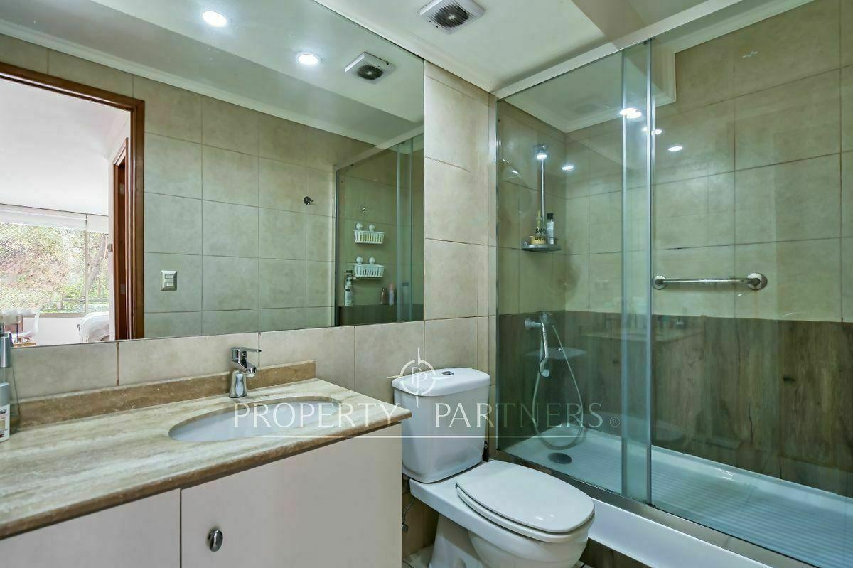 11 de 16: Baño en suite, pieza principal