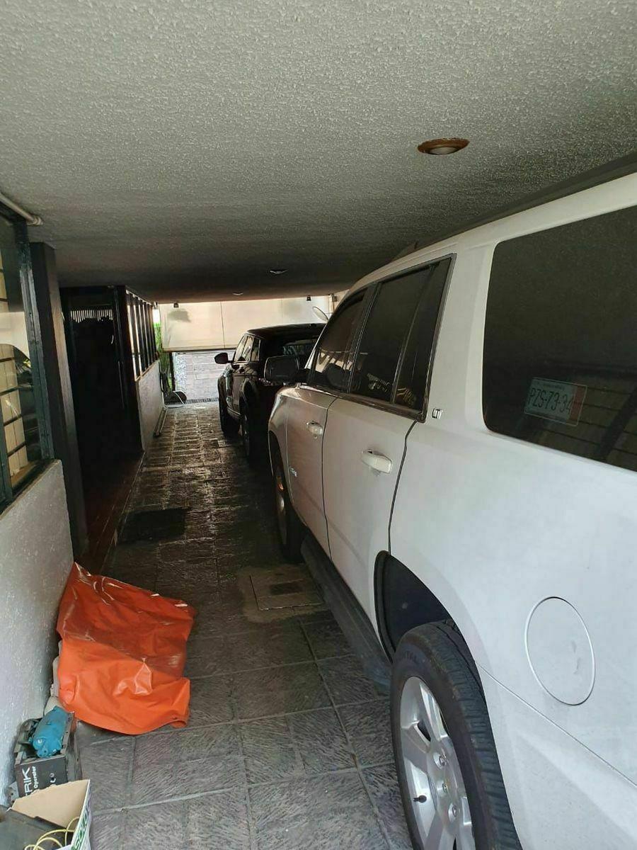 21 de 22: estacionamiento para 4 vehículos Grandes