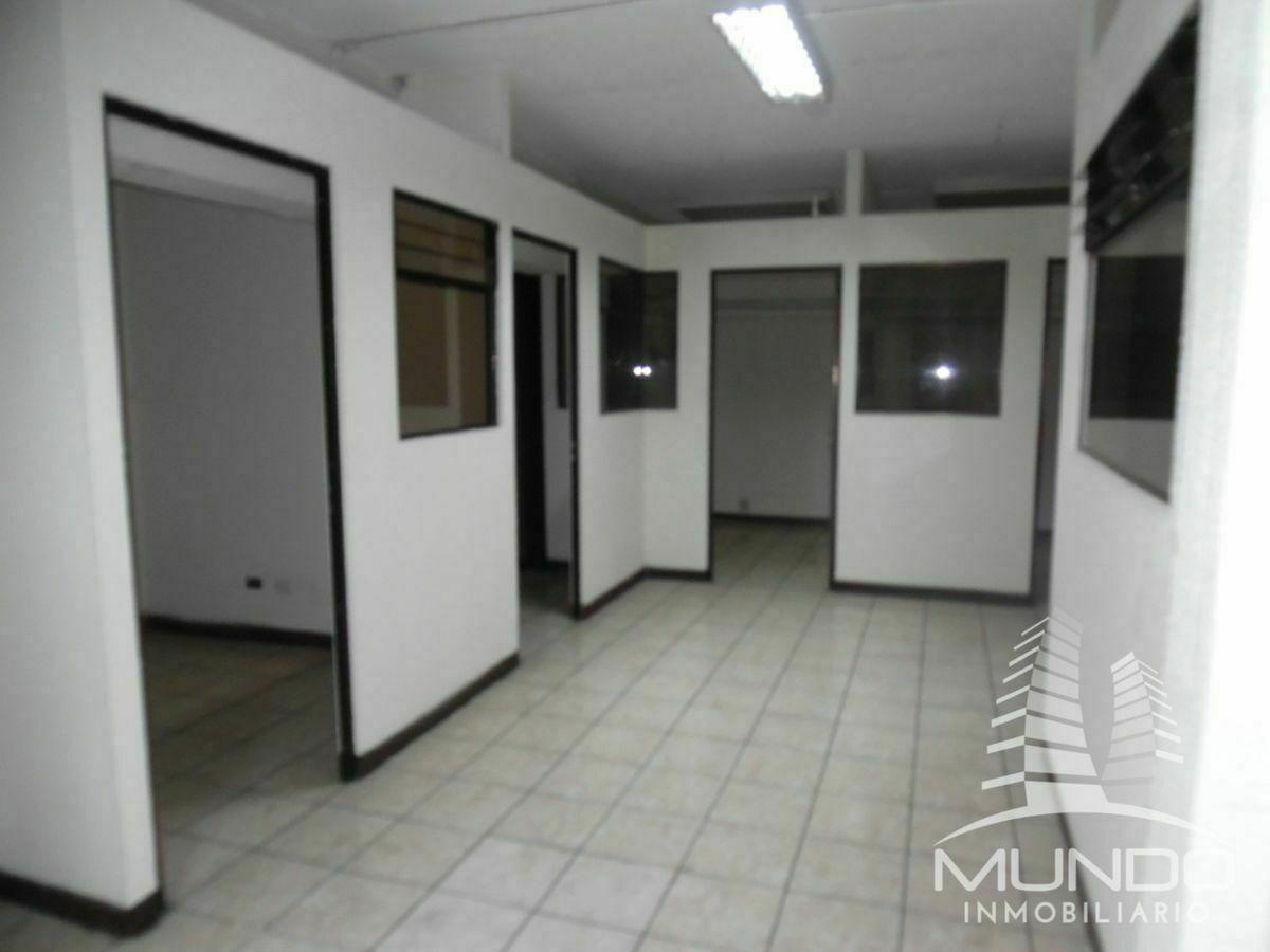 18 de 28: Oficinas en segundo nivel