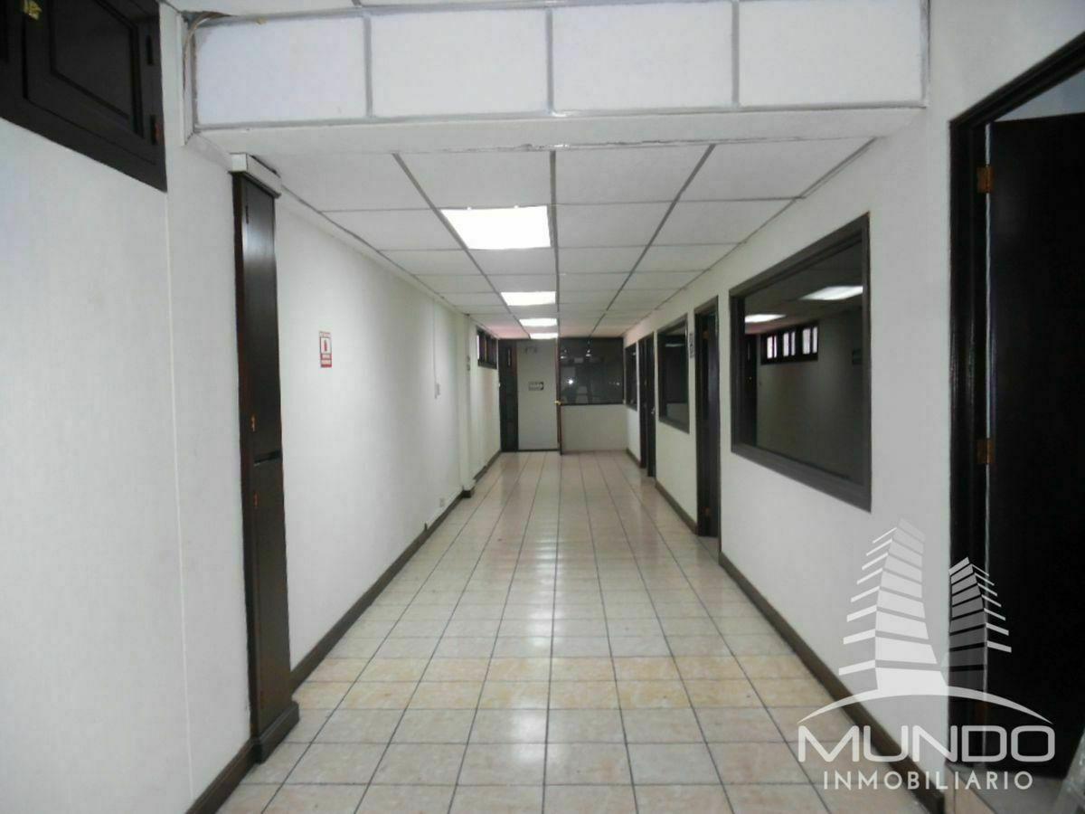 22 de 28: Vista interior de oficinas en el segundo nivel