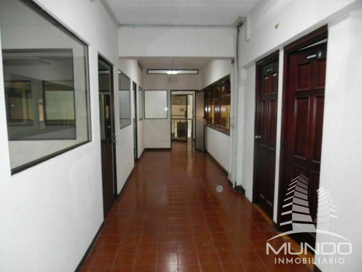 28 de 28: Vista y pasillos a las oficinas.