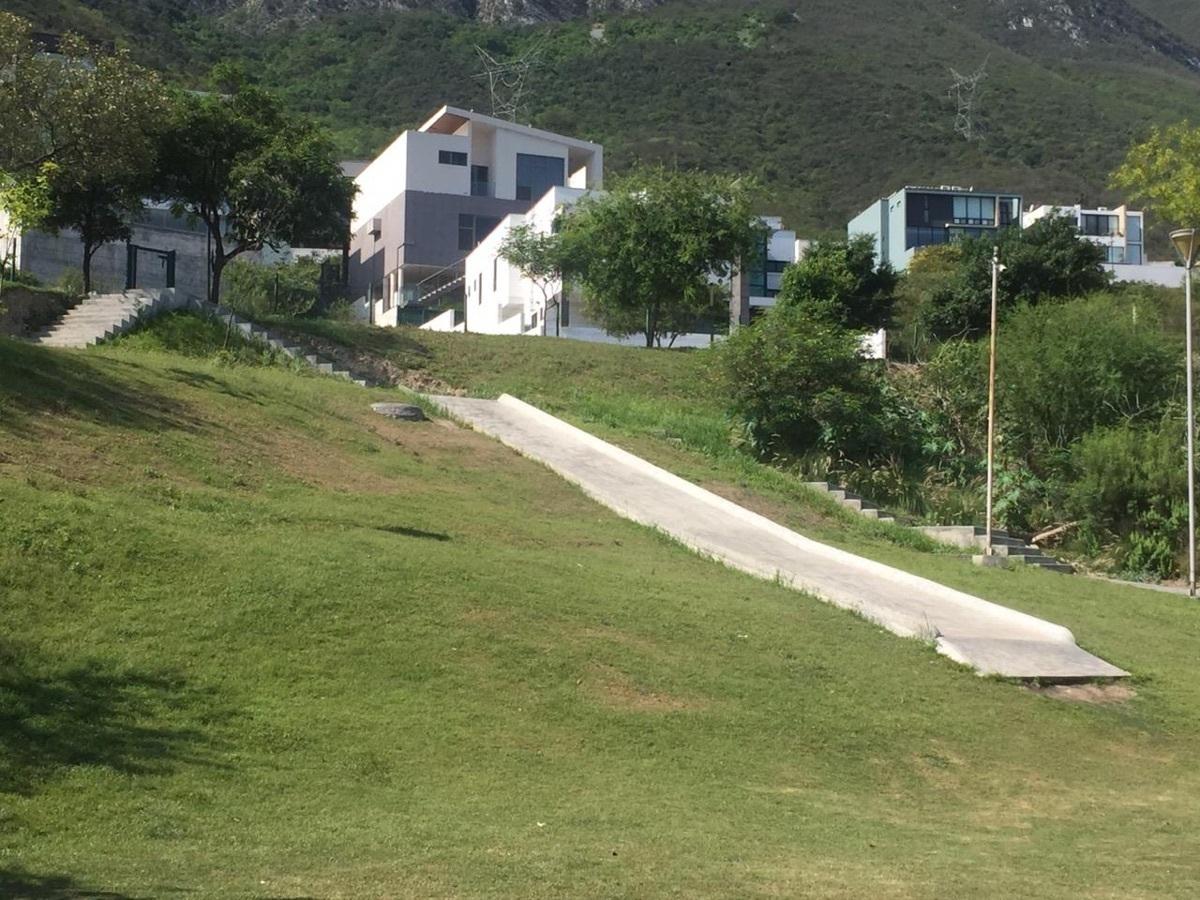 6 de 10: Parque 1 Almena 1, Santa Catarina , Valle Poniente