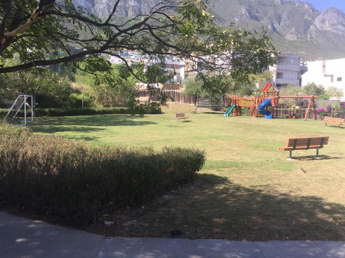 7 de 10: Parque 2 Almena 1, Santa Catarina , Valle Poniente
