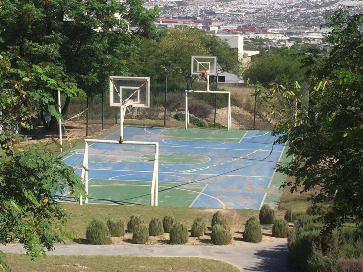 8 de 10: Cancha basquetbol Almena 1, Santa Catarina , Valle Poniente