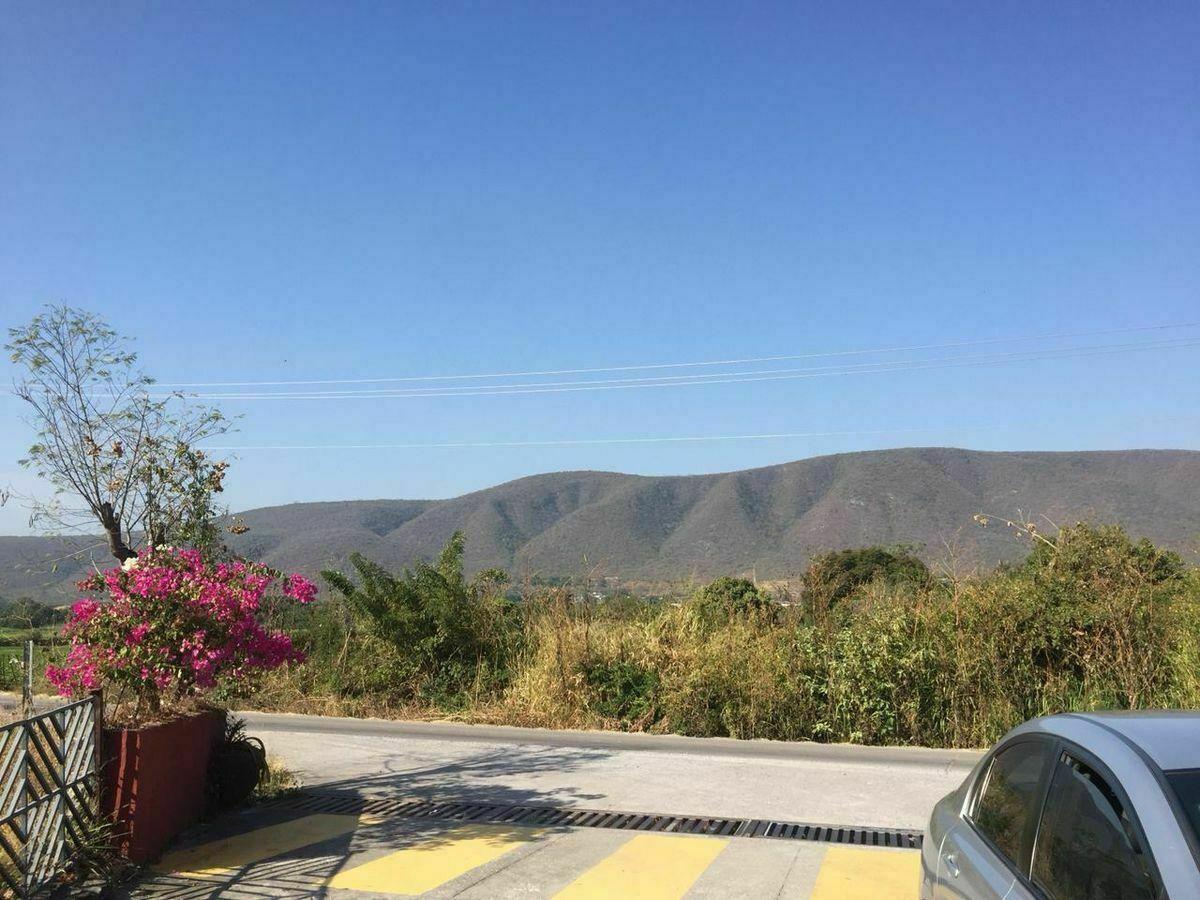 9 de 17: Entrada al fraccionamiento sobre carretera Yautepec-Tlaltiza